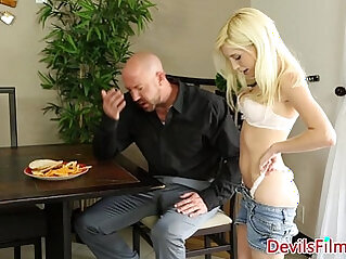 Babysitter Piper Perri pussyfucked doggystyle