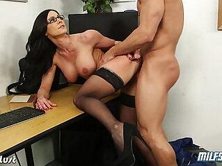 Hot MILF Kendra Lust ride huge mamba cock