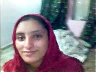 IN KARACHI A PAKISTAN TEEN AGE COUPLE HAVING SEX ON DATE