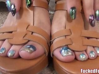 Sexy Blonde Jenny Jett Shows Off Soft Feet Gives Footjob!