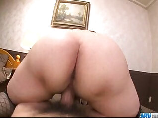 Hitomi is near orgasm in hardcore show