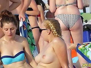 HOT Bikini Amateur TOPLESS Teens Spy Beach Video
