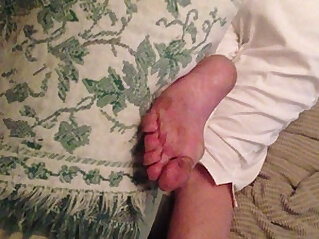 Jerking It to My Aunts Dirty Feet She has absolutely no idea